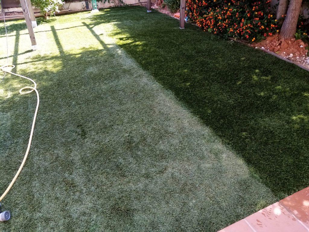 limpiar cesped artificial en sevilla